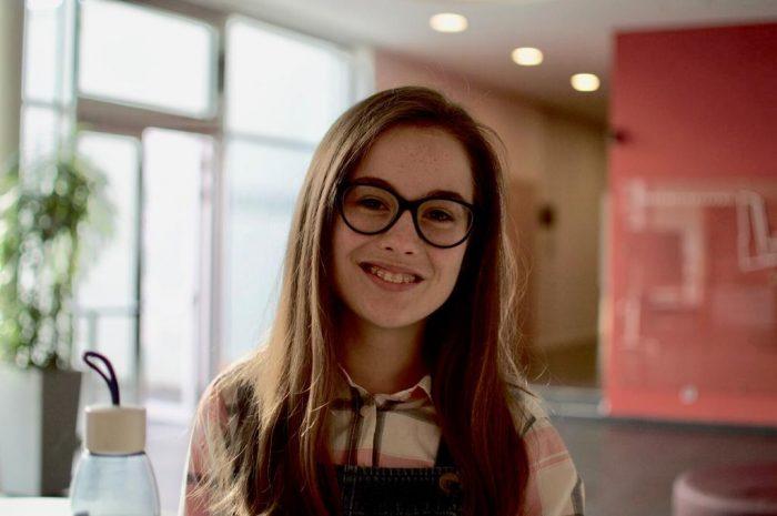 """Julia, Querflöte: """"NJO bedeutet für mich, durchgängig von toller Musik und tollen Menschen umgeben zu sein, die mir immer gute Laune machen."""""""